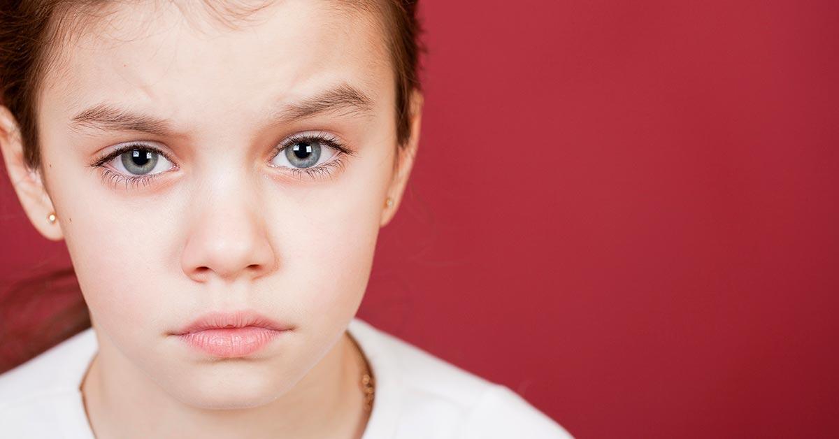 occhi rossi bambini