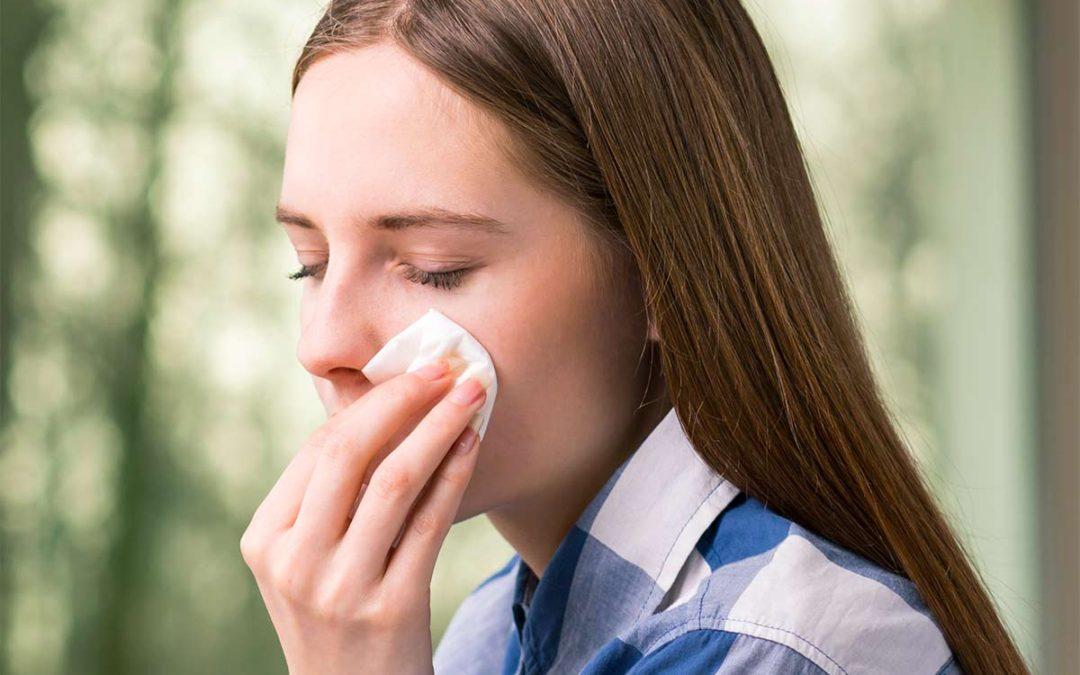 Occhio rosso, bruciore e prurito: congiuntivite virale o batterica?
