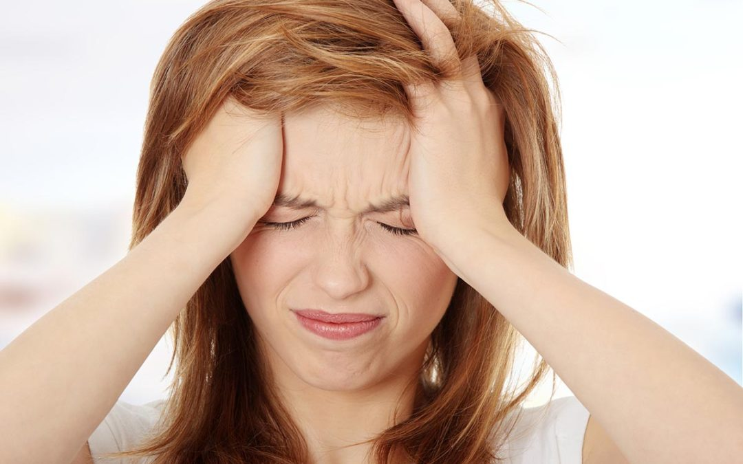 Vista annebbiata e mal di testa: come mi devo comportare?