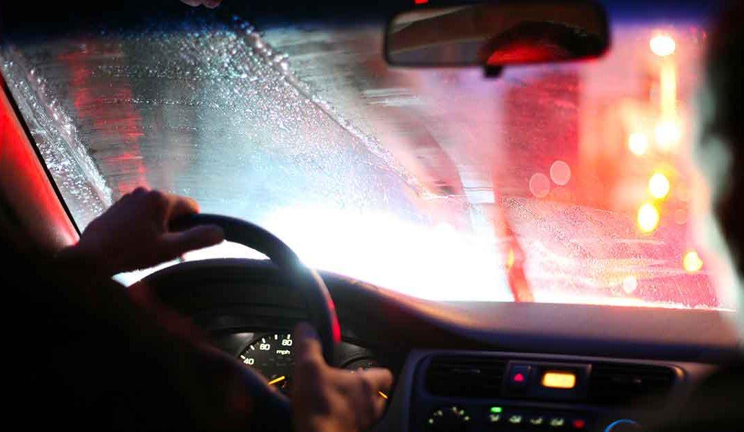 Guidare di notte: ecco come ridurre i riflessi