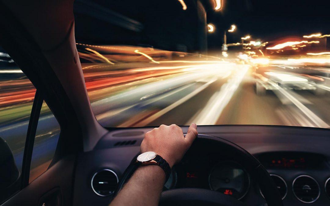 Lenti antiriflesso per guida notturna: come riconoscerle?