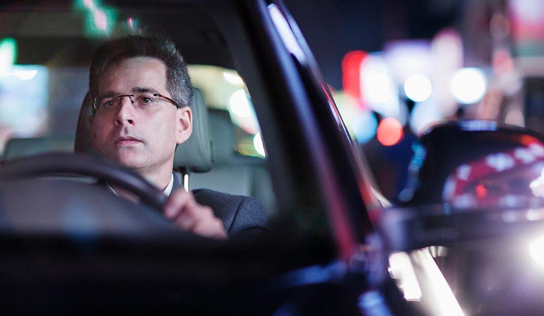 Riduci l'affaticamento con gli occhiali per la guida notturna